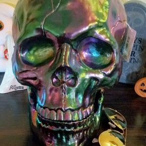 Iridescent skull with detachable jaw